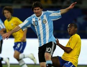 """Аржентина вече обича Меси - Лео наказа Бразилия с нова """"перла"""" (видео и снимки)"""