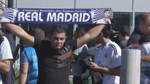 Фенове и журналисти чакат Роналдо и компания на летището