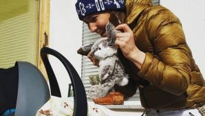 Олимпийска шампионка в биатлона плете дрехи за дъщерята на Бьорндален