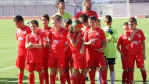 Черноморец би ЦСКА-София на старта на второто издание на турнира за деца в памет на Трифон Иванов