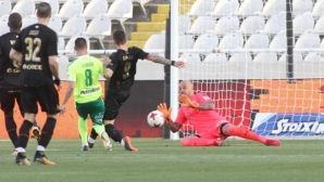 Ники Михайлов се завърна, но отборът на Петев продължава да губи