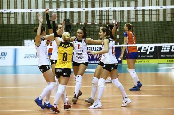 Китипова и Каракашева стартираха с драматична победа в Шампионската лига