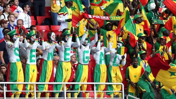 Колоритни фенове на мача Полша - Сенегал